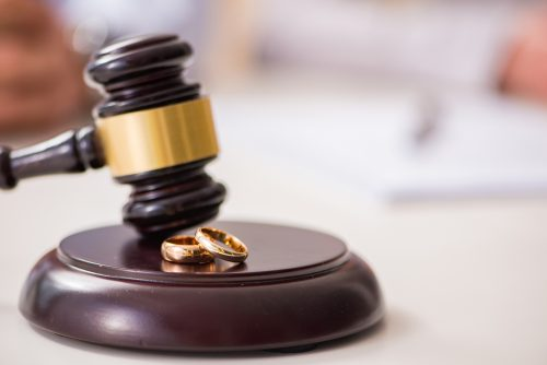 How To Make The Right Choice While Hiring A Divorce Lawyer?